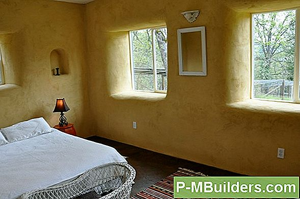 Den Strawbale Earthen House