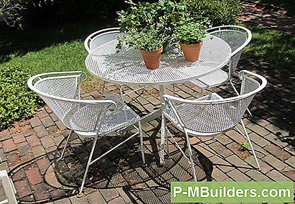 Refinishing Your Metal Outdoor Furniture