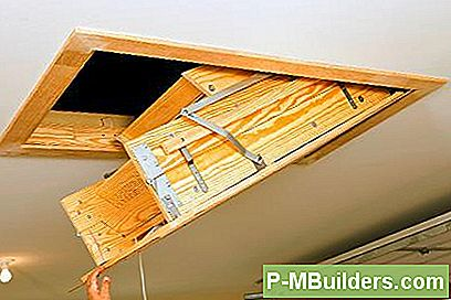 Installera En Rullgardins Attic Ladder