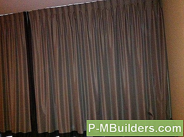 http://files.p-mbuilders.com/pic/upload/2009-dut-decorating-painting/using-blackout-drapes-for-energy-efficient-windows.jpg