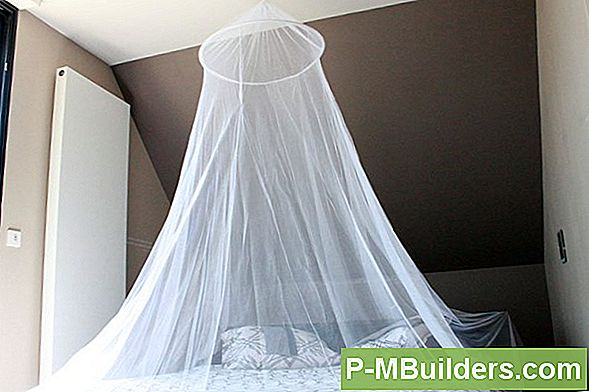 Vast Te Stellen Torn Canopy Bed Net