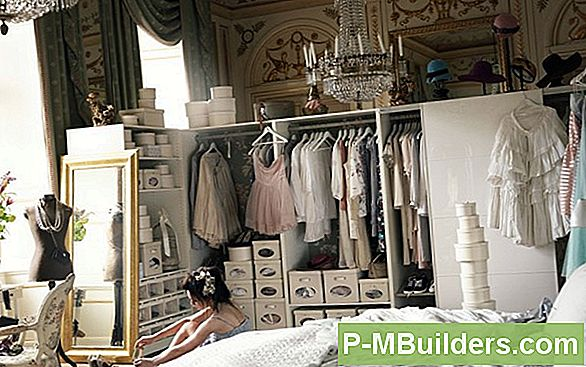 http://files.p-mbuilders.com/pic/upload/2010-dut-decorating-painting/how-to-paint-bookcase-headboard.jpg