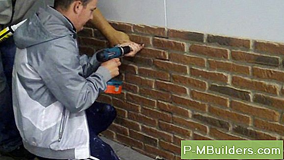 Installation Faux Brick Panelling